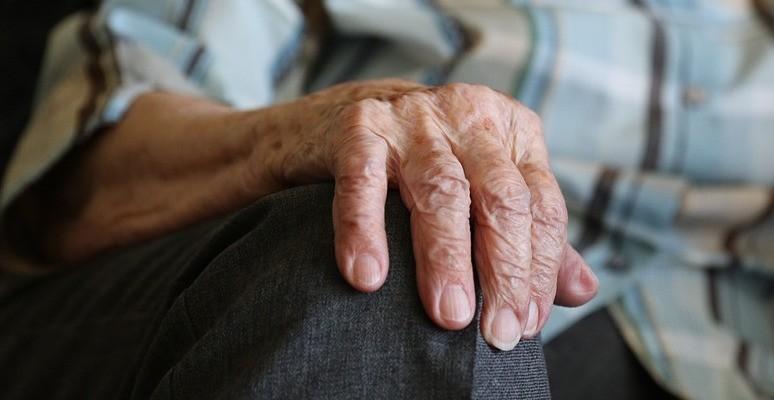 Ja, vi lever lenger. På stadig flere medisiner. Alderdom er et dårlig mål på helse.