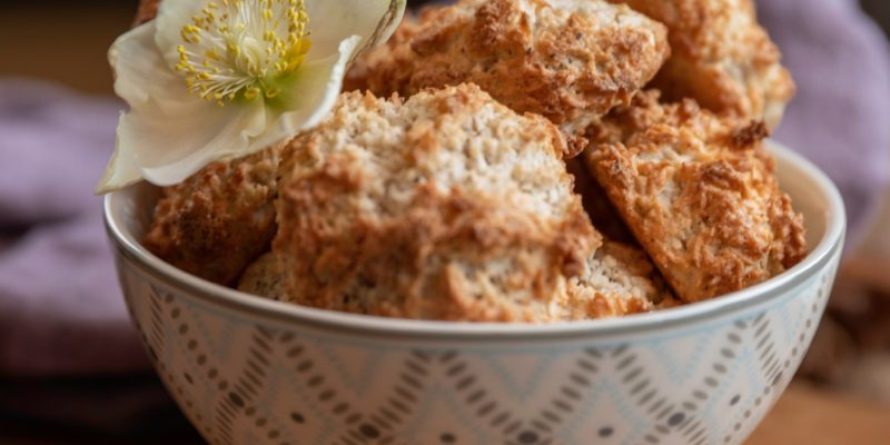 Kokosmakroner - uten gluten, melk og raffinert sukker. Og sunne drikker, fra Calunas julehefte.
